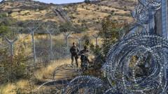Гърция наема още 800 щатни граничари в борбата с бежанците