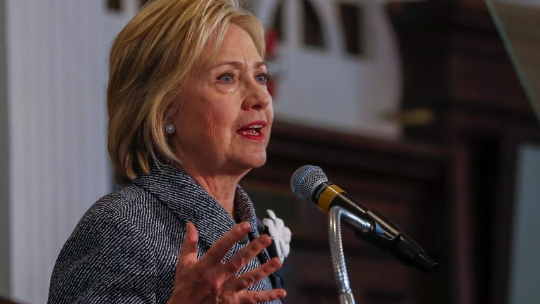 Засекретиха някои от мейлите на Хилари Клинтън