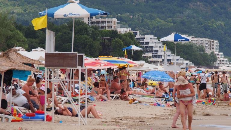 България в съюз с Гърция срещу ЕС, Хотелиери плачат за български туристи по морето