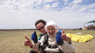 Да скочиш с парашут на 102 години