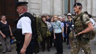 Сигнал вдигна на крак полицията и армията в Манчестър