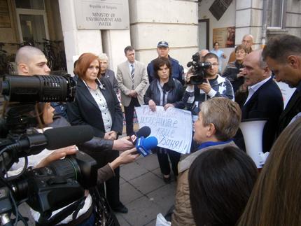 Михайлова: Проблемът с депонирането на отпадъците е голям