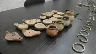 Полицаи търсиха антични предмети в Кърджали, Стара Загора, Пловдив и Шумен