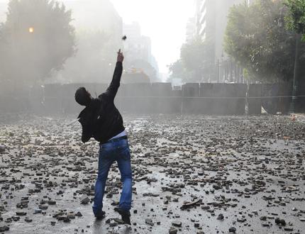 Египетски войници атакуваха протестиращите в Кайро