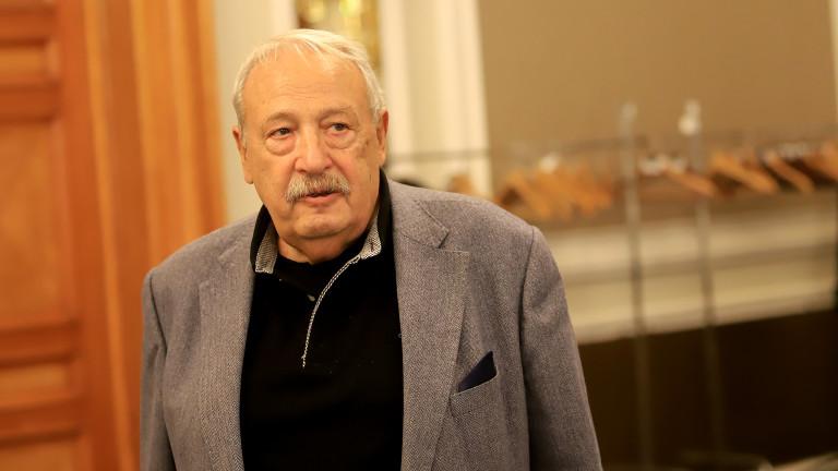 Нови избори и инфлуенсърска демокрация очаква Иван Гарелов