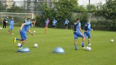 Левски тренира без петима