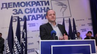 Малоумно е да представяш слоган, а да нямаш кандидат, критикува Кънев герберите