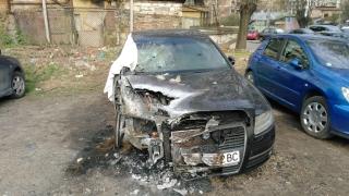 Подпалиха колата на служител на ДАИ-Пазарджик