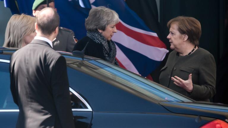 Мей тръгна за Париж, след като помоли Меркел да помогне за тупика с Брекзит