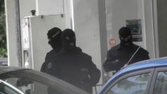 Хванаха петима, докато разфасоват кола в столицата