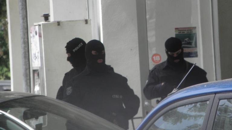 8 души са задържани за каналджийство и изнудване