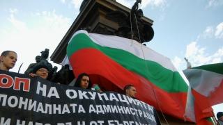 Бесилка увисна пред парламента