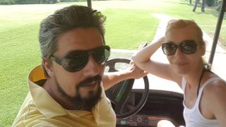 Гала играе голф в Турция (СНИМКИ)
