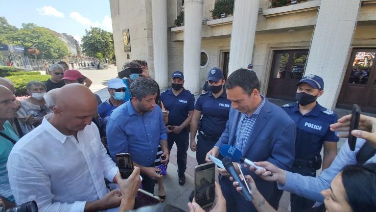 Кметът на Бургас Димитър Николов е поискал от МВР да