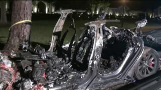 САЩ разследва Tesla заради катастрофи с Autopilot