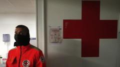 Френските власти евакуираха 300-килограмов мъж, заклещен в къщата си