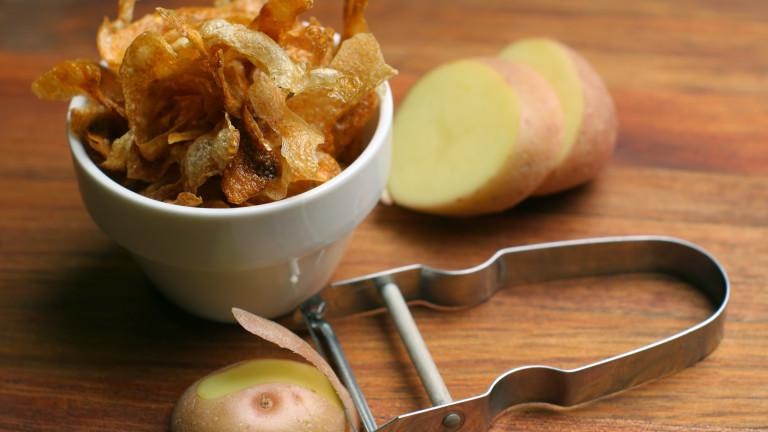 Бърз чипс от обелки от картофи