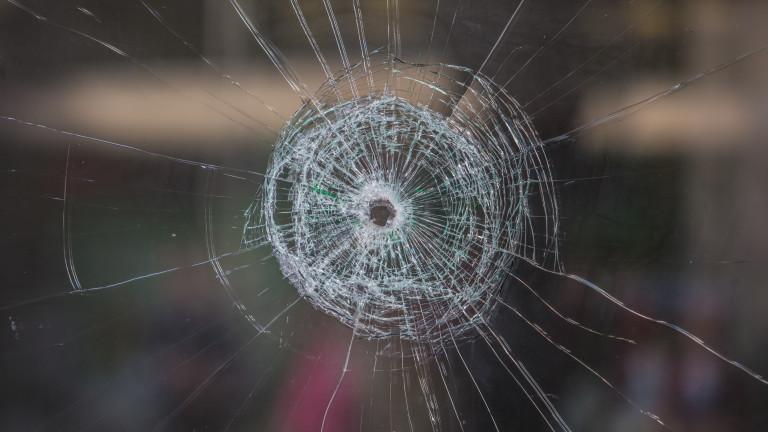 Полицията разследва стрелба по кола в Стара Загора