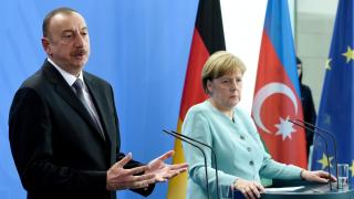 Меркел отвърна на турски удар за арменците