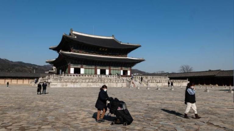 Южна Корея облекчава мерките за социална дистанция