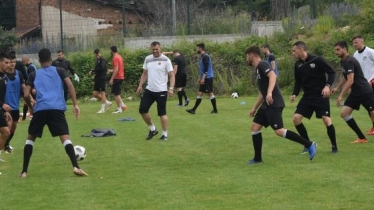 Локомотив (Пловдив) тренира във фитнеса на хотела, в който футболистите