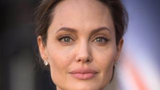 Ето с кого вечеря Анджелина Джоли (СНИМКА)