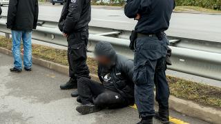 """Автокрадец спретна гонка на полицията по """"Ботевградско шосе"""""""
