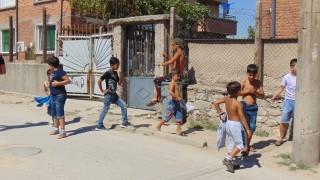 Роми канят на хоро Борисов и Каракачанов
