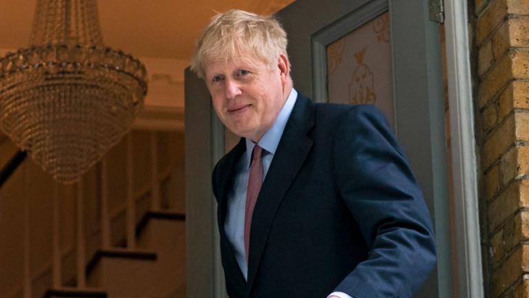Британците разглеждат депутата и фаворита за лидер на Консервативната партия