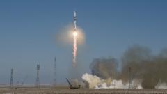 Руските космонавти вече няма да пикаят върху автобуса преди полет