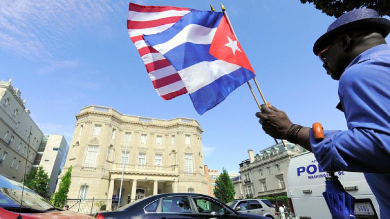 Куба отменя таксата върху операциите с долари