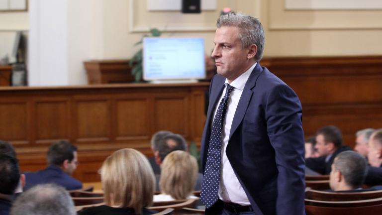 Москов посочи 10 лъжи в мотивите за вота за недоверие; Борисов спря обществени поръчки за над 600 млн. лева