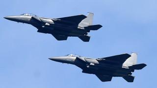 Южна Корея тренира с бомбардировки и договаря със САЩ строги санкции за север