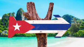 Куба държи като заложници в чужбина 100 000 работещи кубинци