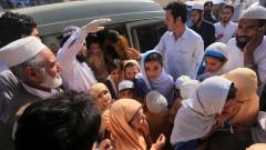 В Пакистан нападат и убиват медици, поставящи ваксини срещу детски паралич