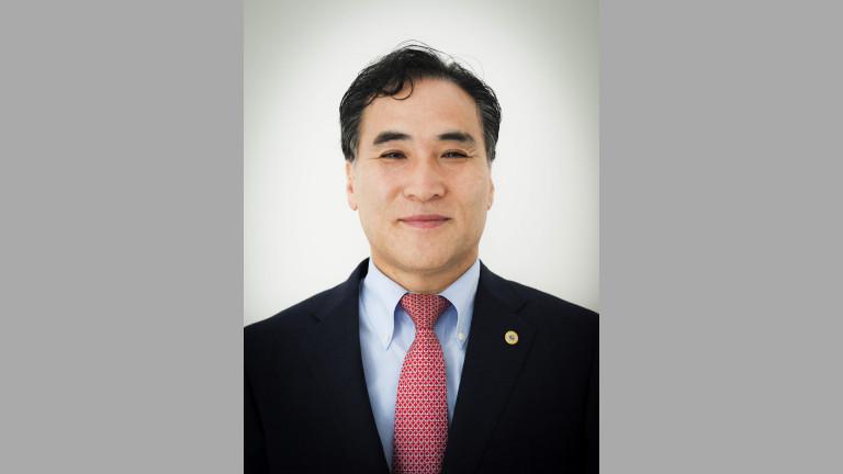 Международната полицейска организация Интерпол избра за президент южнокорееца Ким Йон-ян,