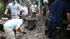 Трима загинали и 19 изчезнали след наводнения в Чили