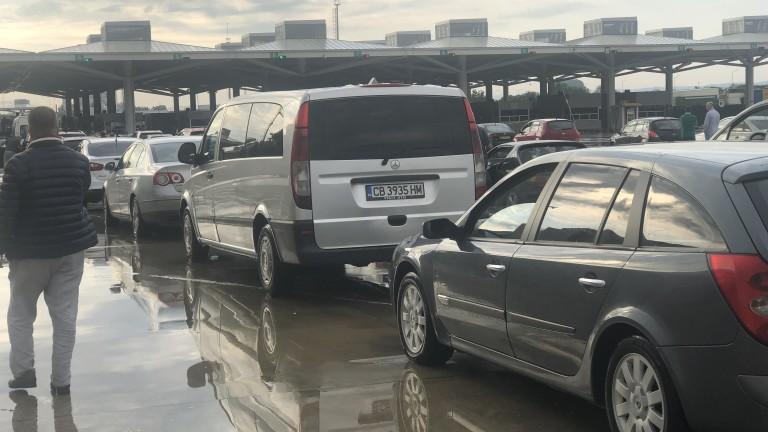 Обмислят застраховка за шофьори и туристи в коли тип 8+1