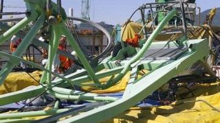 Кран падна и уби работници на корабостроителница на Самсунг