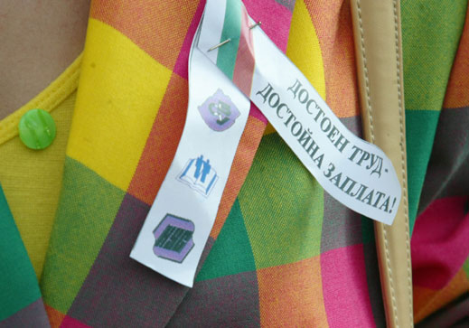 Стачкуващи учители манифестираха в Добрич