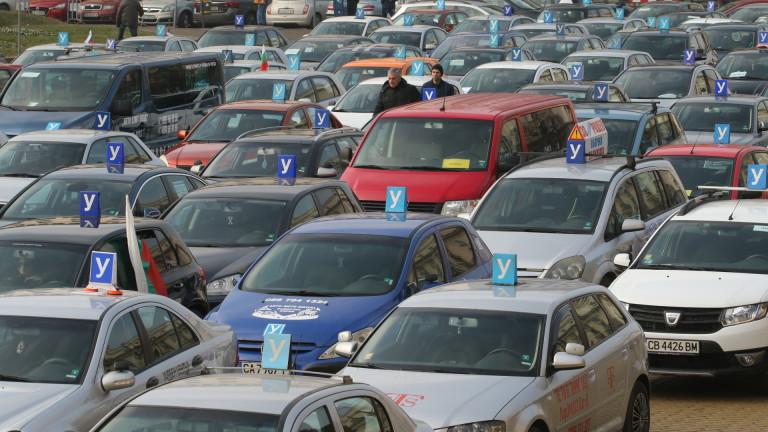 Автоинструктори: Спират заповедта за увеличаване на часовете за кормуване