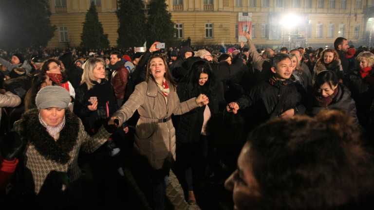 """Над 350 полицаи пазят концерта на """"Батенберг""""; Турският журналист, изтезаван край Свиленград: Присъдата ми е била издадена!"""