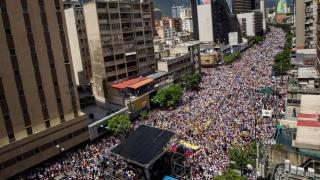 Стотици хиляди по улиците на Каракас поискаха оставката на Мадуро