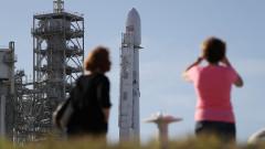 SpaceX праща първия турист на Луната