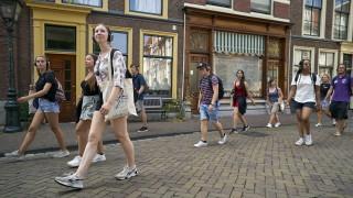 55% увеличение на заразените с коронавирус в Холандия