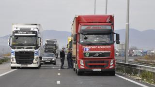 """Над 10 км опашка от камиони се изви на """"Капитан Андреево"""""""