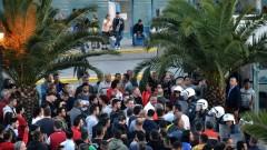 Двама загинали при пожар в мигрантски център в Гърция