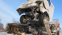 Турски тир се сгъна на две на пътя Русе – Бяла, шофьорът започна да се моли