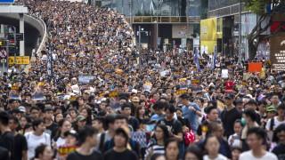 Протестите сринаха туризма в Хонконг
