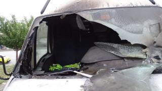 Изгоряха три коли на паркинг във Варна